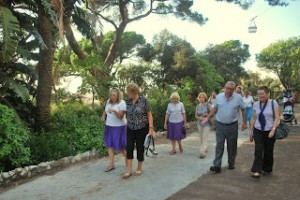 Rotary Club - Alameida Gardens group photo walking